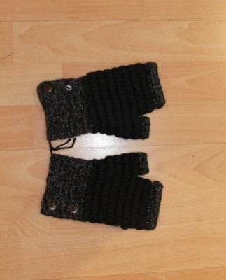 Black- grey button mittens