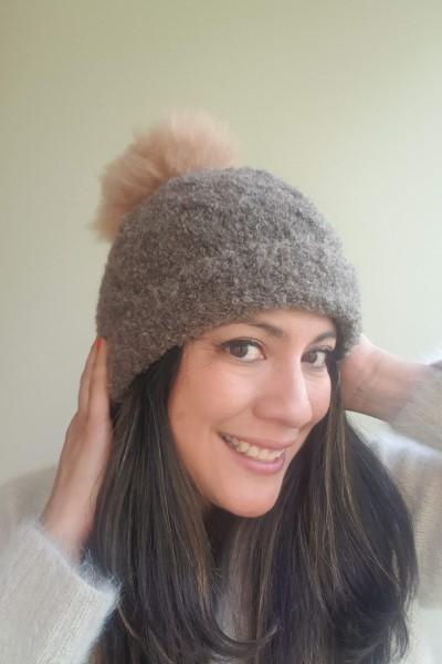 Detachable pompom hat brown